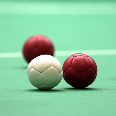 241000_-_Boccia_equipment_balls_-_3b_-_Sydney_2000_match_photo